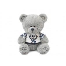 Медвежонок Ники в футболке с синим орнаментом - музыкальная игрушка.