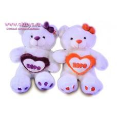 Медведица с пушистым сердцем с надписью *LOVE*