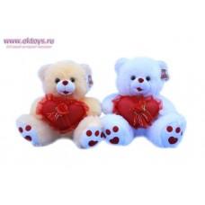 Медведь с букетиком на сердечке