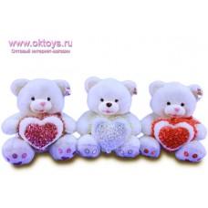 Медведь с сердцем в розочках