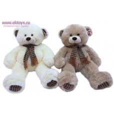 Медведь в шарфе с полосатыми пятками