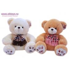 Медведь в клетчатом шарфе