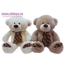 Медведь в шарфе в коричнево-серую клетку