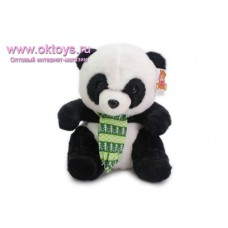 Панда в зеленом шарфе