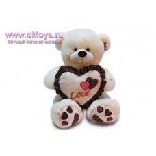 Медведь с коричневыми сердечками на пятках