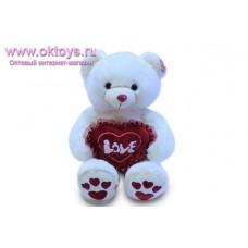 Медведь розовым носом и бордовыми сердечками на пятках