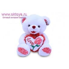 Медведь с сердцем и красными пяточками
