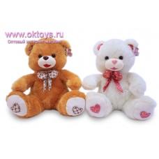 Медведь с бантом на шее и сердечком на пятках