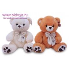 Медведь с декоративным бантом