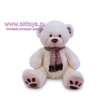 Медведь в шарфе с рисунком зигзагами