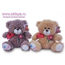 Медведь с красным бантом и вышитым цветком