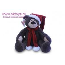 Бурый медведь Семен в колпаке и шарфе