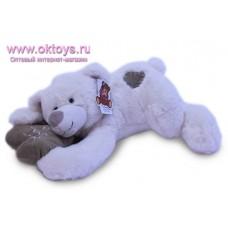 Белый медведь Семен лежит с сердечком