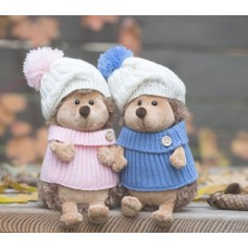 Ежинка Колючка в шапке с помпоном